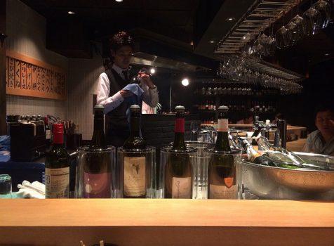 カウンターのみのオトナ雰囲気の店内で、イマドキのワインと焼き鳥を楽しむ。@鳥幸 French(恵比寿)