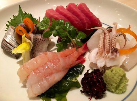 住宅街にある上品でリーズナブルな和食屋さん。魚介はもちろん、季節の食材を楽しめます。@かわしまや(八幡山)