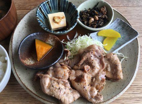 広々とした空間カフェのしっかりガテンな定食ランチ。@オクド ダイニング カフェ(新宿御苑)