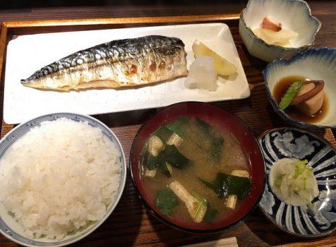 いぶし銀な店主がつくる、とても安定感があるまっとうな和定食。@遊山亭(新宿御苑)