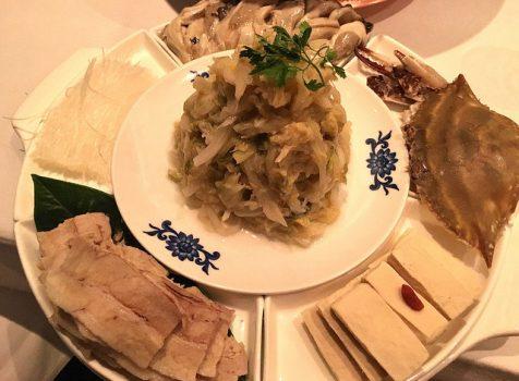 発酵した白菜を使った季節限定「酸菜火鍋」をいただく!@華都飯店(六本木一丁目)