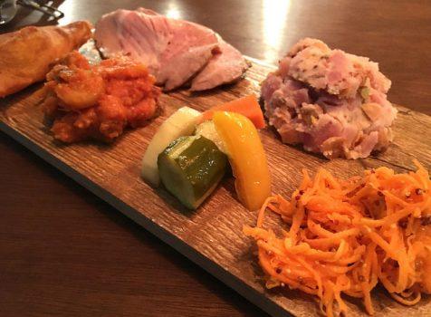 海外旅行者向けホステルに併設のオーガニックなカフェバル@FARMER'S TABLE MOTHER(神泉)