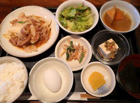 【白金】韓国家庭料理 はな@古民家風の落ち着く店内。小鉢がたくさんついてくる満足ランチ。