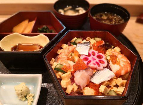 【白金】白金台すし兆@街の気のいいお寿司屋さんでいただく、おまぜというばらちらし。