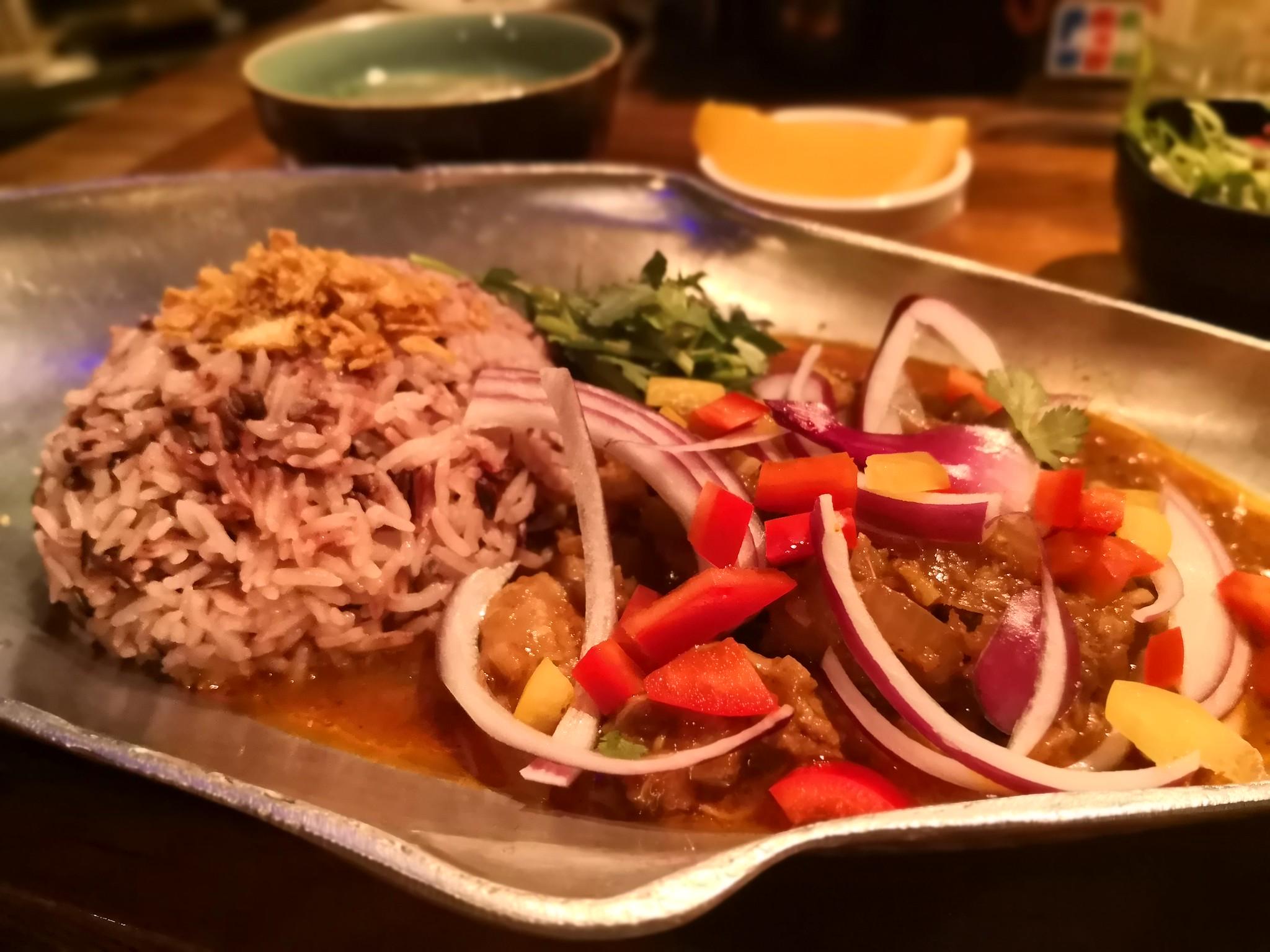 【五反田】アジアンバル プエルト@スポーツバーのようなバルでミャンマー薬膳カレーを!