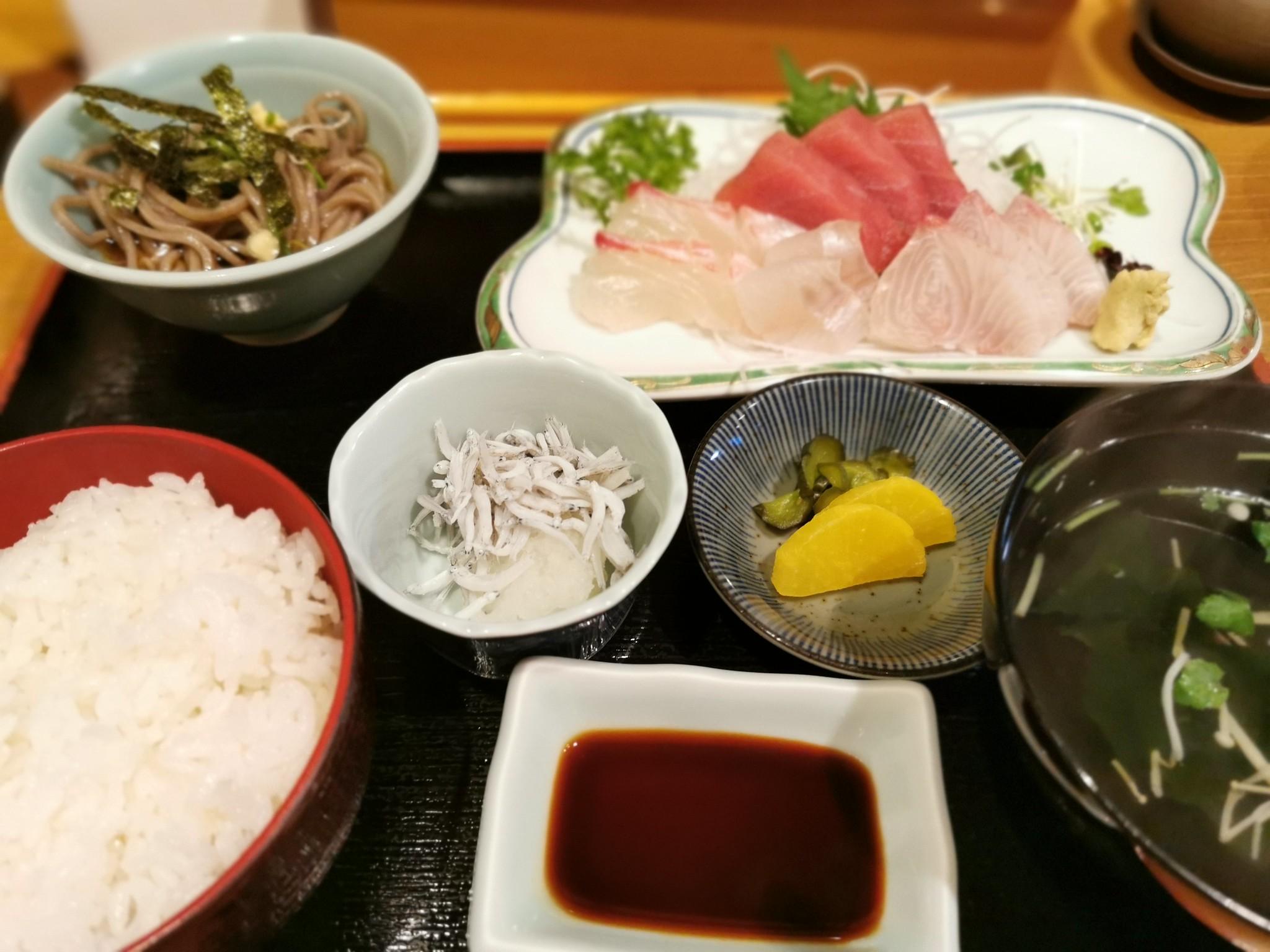 【熊野古道】かつ田@昔ながらの家族経営な雰囲気でいただくお刺身定食。