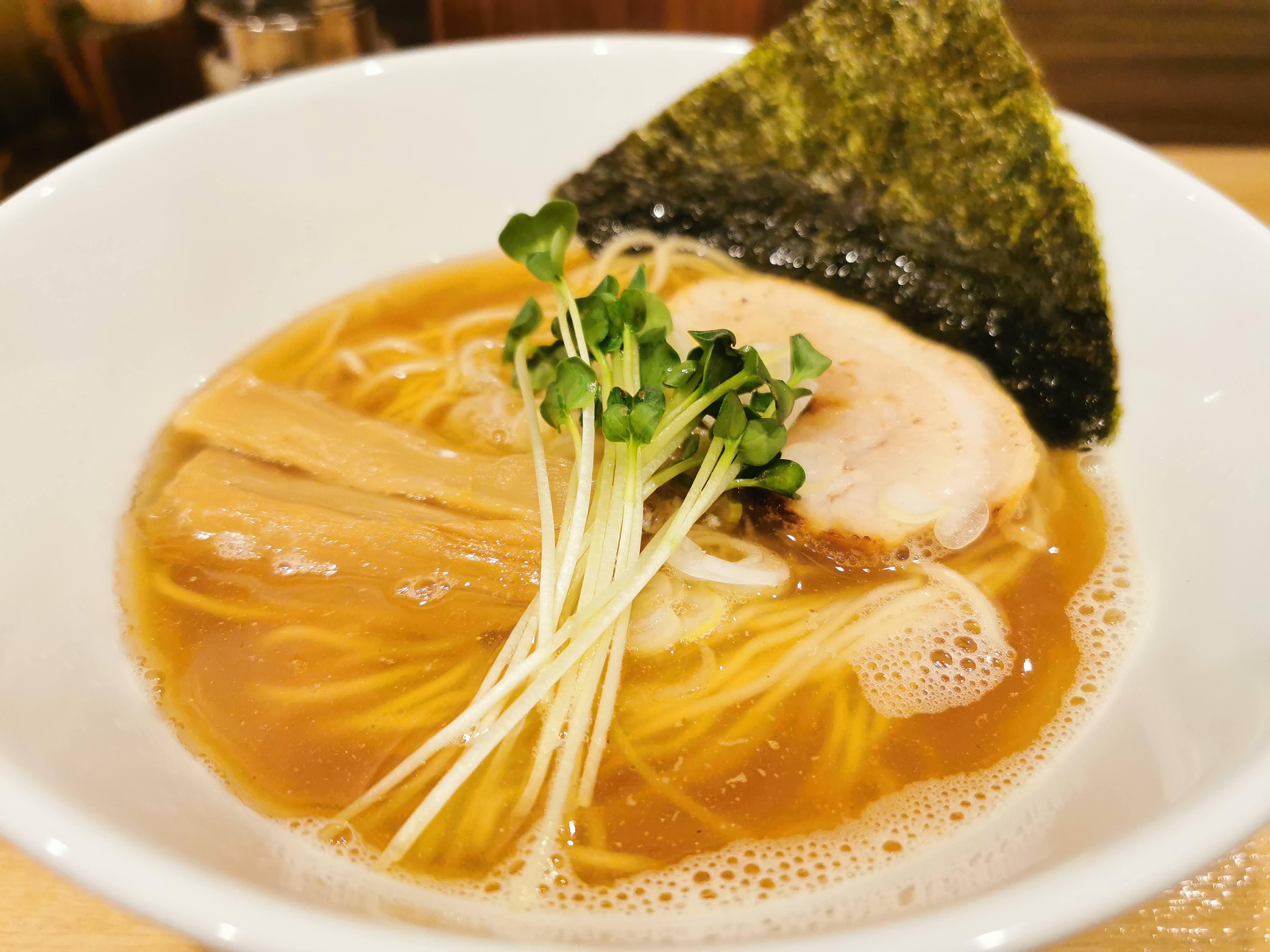 【初台】麺屋 琥珀@煮干し強めのスープにストレート麺。はまれば病みつきになるかも。